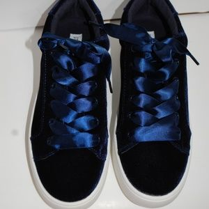 NWT Steve Madden Blue Velour Lace Up Sneakers